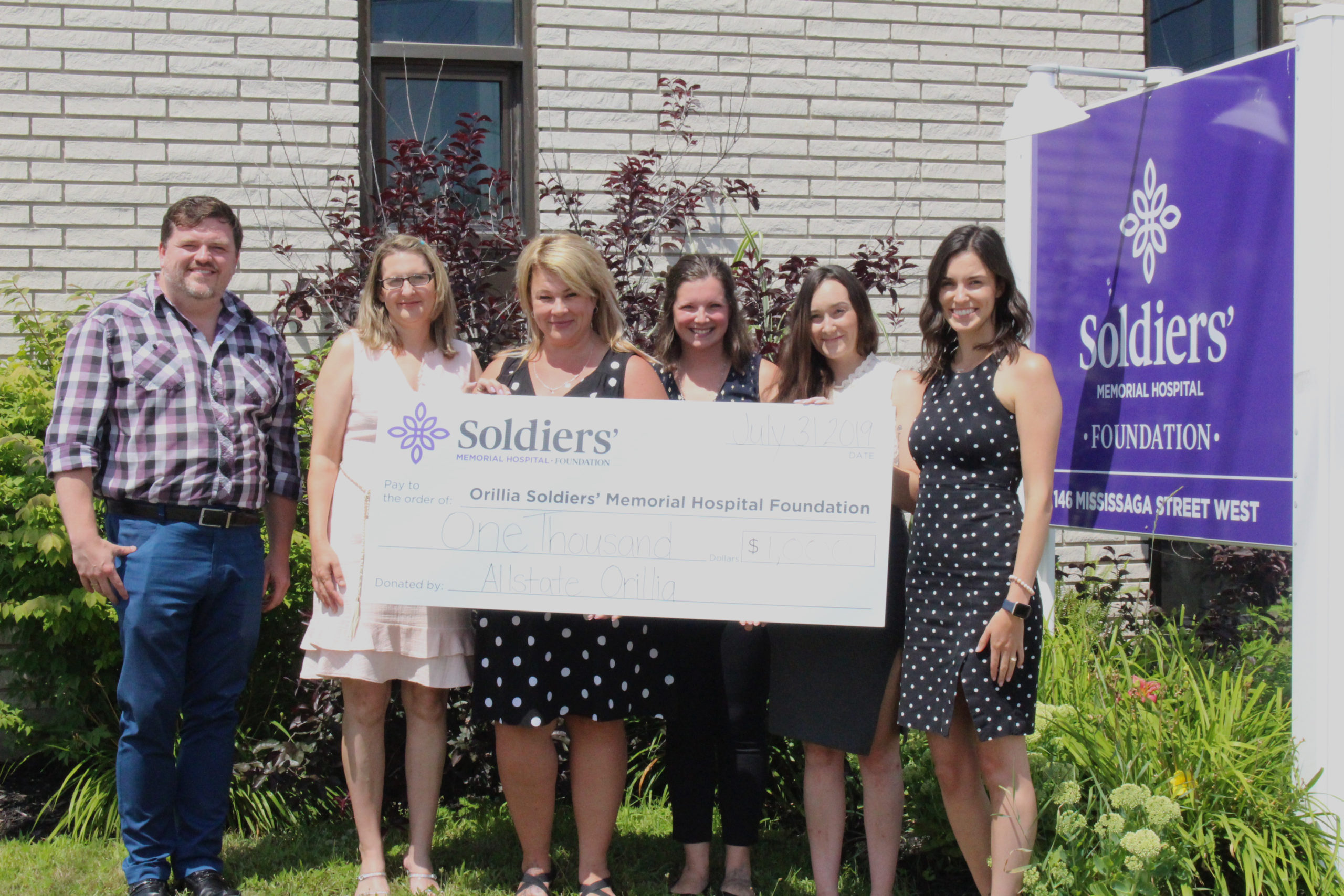 The Allstate Insurance Orillia team presents a cheque for $1,000 to the Orillia Soldiers' Memorial Hospital Foundation's Executive Director, Mark Riczu (far left) and Foundation Development Officer, Marina Genua (far right). The Allstate team from left to right is Heidi Landsman, Tammy Revie, Amanda Martyniuk, and Jacqueline Dejong.
